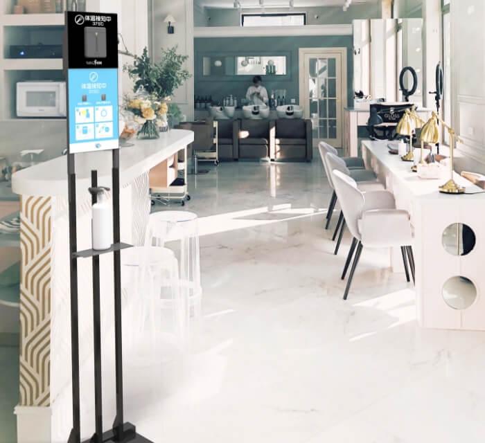 飛沫対策商品のご利用シーン:美容院や施設の受付に。